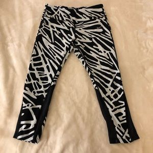 Nike epic tights! Black and white fun pattern!